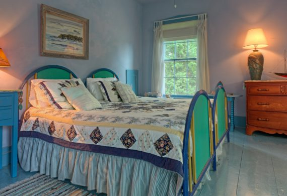 Day-at-Beach-NH-Bed-and-Breakfast-Guest-Room